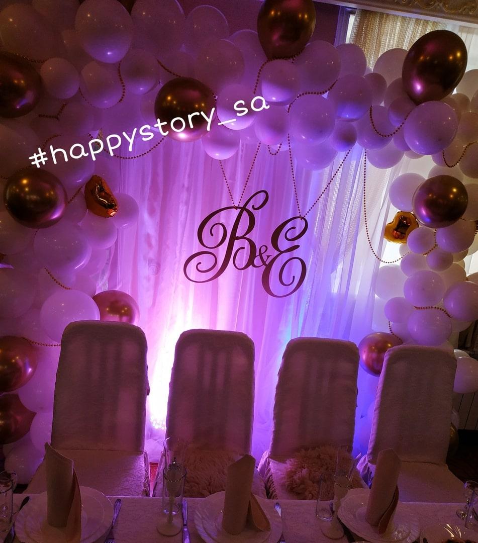 Президиум из воздушных шаров на свадьбу