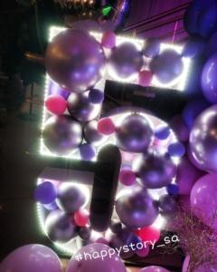 Каркасная цифра из шаров с подсветкой