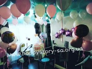 Украшение комнаты гелиевыми шарами для встречи мамы и малыша